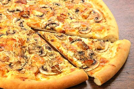 Пицца с белыми грибами и шампиньонами