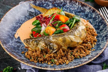 Филе судака с  салатом из кумквата