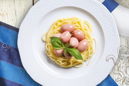 Мини-сосиски со спагетти