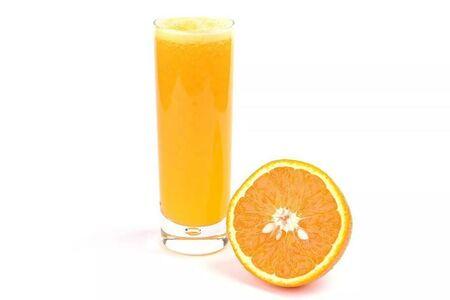 Большой свежевыжатый апельсиновый сок