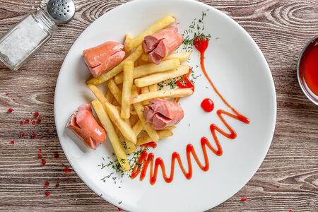 Сосиски с картофелем фри