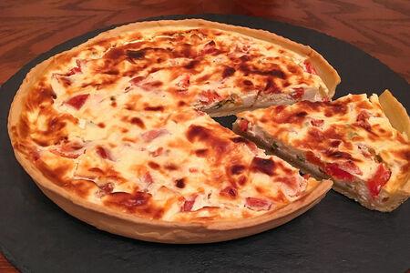 Киш с помидорами и сыром