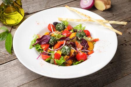 Салат с печеной тыквой