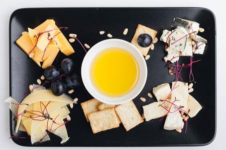 Тарелка с итальянскими сырами