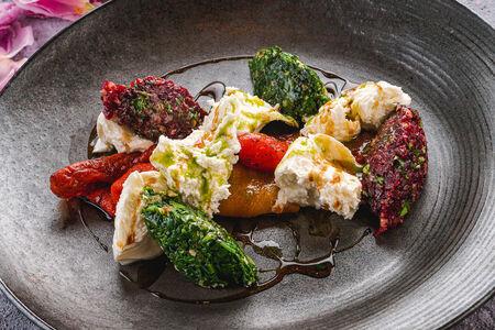 Салат из моцареллы с пхали из красного перца