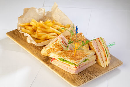 Клаб сэндвич картофелем фри