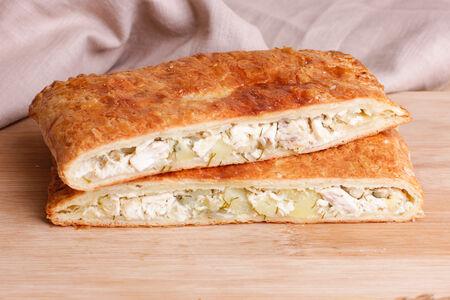 Пирог слоеный с курицей и картошкой