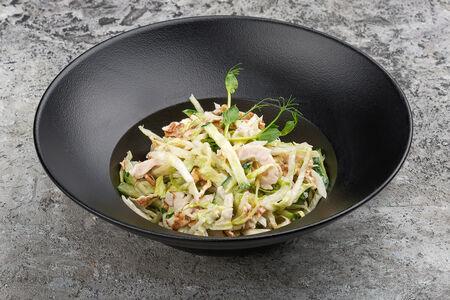 Салат с куриным филе и омлетом