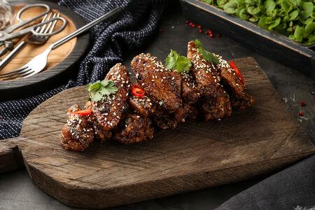 Хрустящие куриные крылья в соусе барбекю