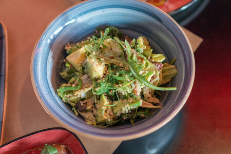 Салат с авокадо и киноа