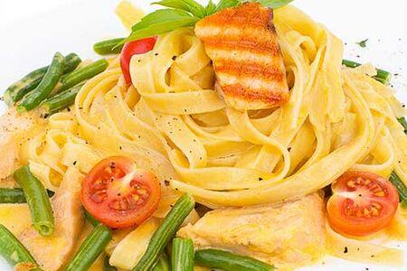 Паста феттуччине с лососем в сливочном соусе