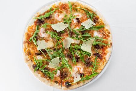 Пицца с креветками и  вялеными помидорами