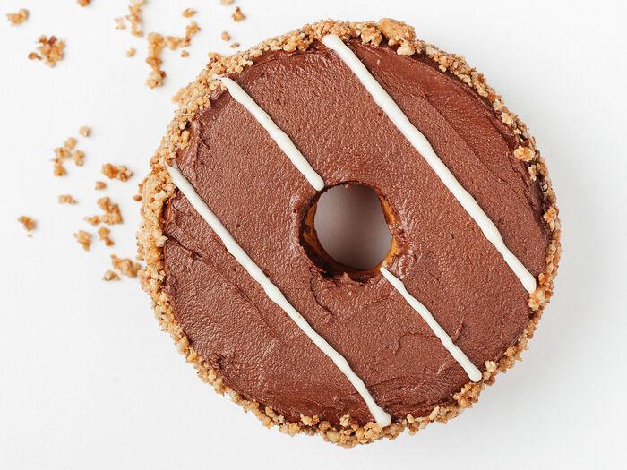 Пончик Ром-банан-шоколадный мусс