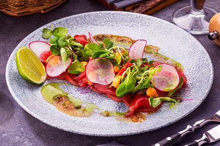 Тирадито из тунца с соусом спайси