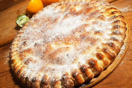 Пирог десертный с фруктами