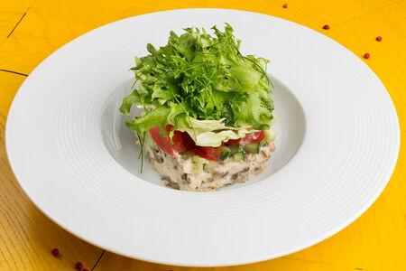 Салат с филе индейки и сливочной заправкой