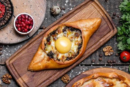 Хачапури Лодочка с мясом и сыром