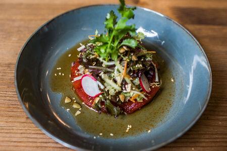Тар тар из тунца с микс салатом