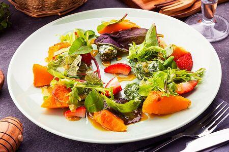 Салат с запеченной тыквой и творожным сыром