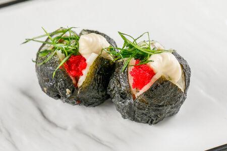Темари-суши с угрем и дайконом