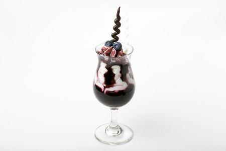 Десерт Черника в йогурте