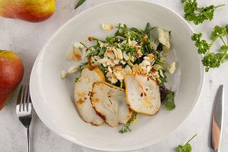 Салат из запеченной груши на мангале