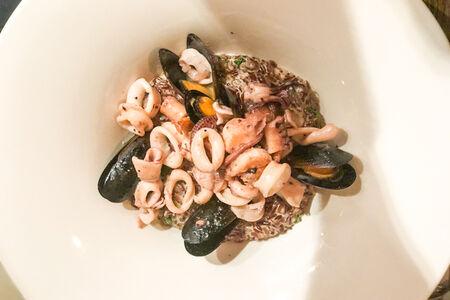 Бурый рис с осьминогом