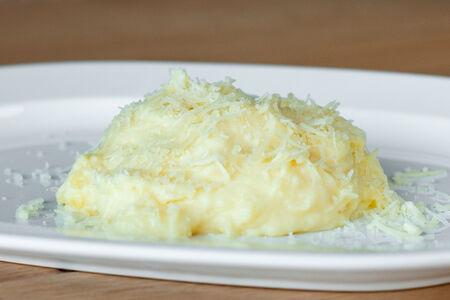 Картофельное пюре с сыром монтазио