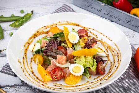 Салат Легкий со слабосоленым лососем и апельсинами