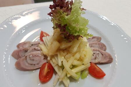 Салат из филе кролика