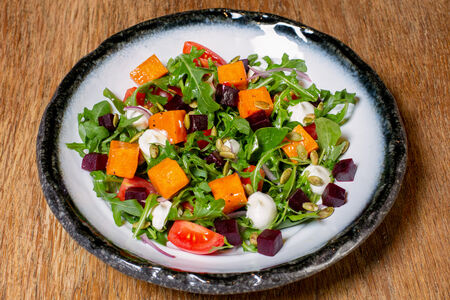Салат со свеклой и запечённой тыквой