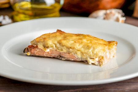 Горбуша, запеченная с сыром