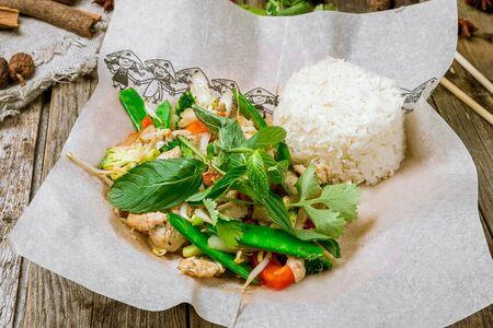 Вок с рисом, индейкой и овощами