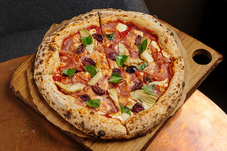 Пицца с артишоками, оливками и мортаделлой
