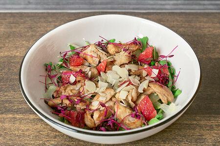 Салат с пряным цыпленком