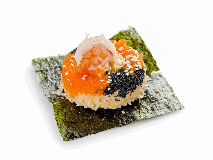 Суши-пончик Калифорния с икрой масаго и креветкой