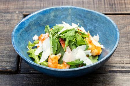 Салат с романо и креветками