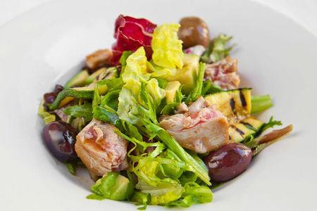 Салат из тунца с кабачком