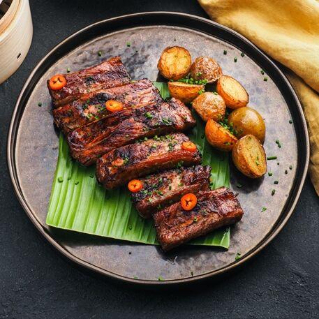 Свиные ребра в соусе Кальби с жареным картофелем