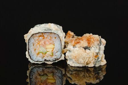 Ролл жареный с лососем