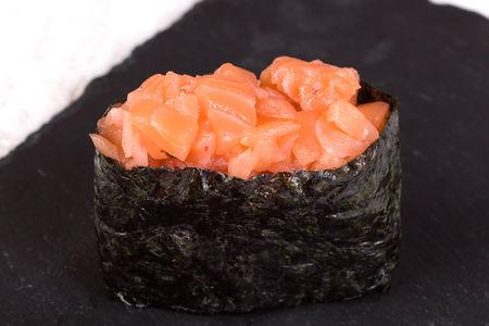 Гункан Хот с лососем