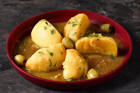 Картофель с оливками и лимоном