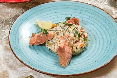 Салат Оливье номер 96 с лососем горячего копчения