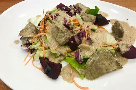 Тёплый салат с печенью индейки