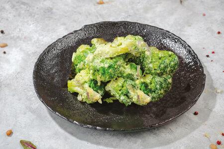 Брокколи в сливочном соусе