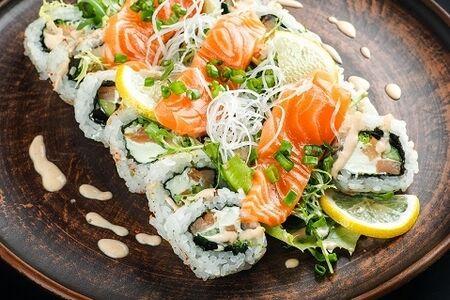 Ролл-салат с сашими из лосося Блэк