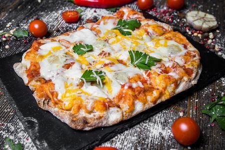 Римская пицца Четыре сыра