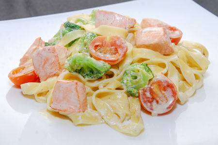 Тальятелле с лососем в сливочном соусе