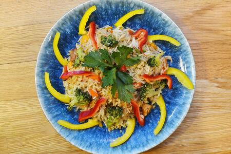Рис со спаржей и овощами