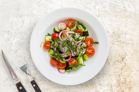 Салат овощной с зеленью